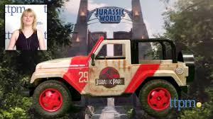 toy jeep wrangler 4 door jurassic world jeep wrangler r c from jada toys youtube