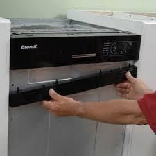 cuisine lave vaisselle en hauteur lave vaisselle encastré sous un plan de travail de cuisine