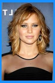 feathered mid length hairstyles image feathered haircuts hairstyles medium length feathered