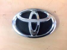 toyota yaris emblem genuine toyota emblem radiator grille yaris 753110d030 ebay