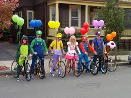 family costumes halloween 35 fun group halloween costumes for you and your friends