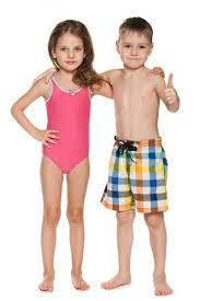 дети в купальниках|Depositphotos