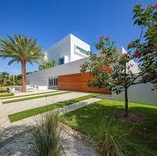 Florida Home Design Tall Florida Home With Open Indoor Outdoor Hallways