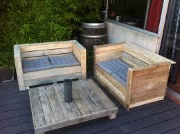 canapé en bois de palette canapé et table bois de palette pour jardin ou interieur meubles