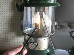 lighting a coleman lantern how to correctly light a coleman 220f gas lantern youtube