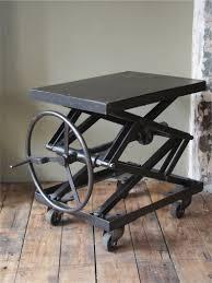 ancienne table elevatrice d u0027atelier console ou table basse