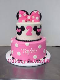 minnie mouse cake with ears and a bow child birthday cake