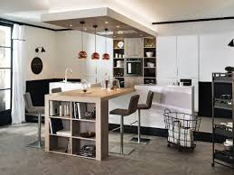 cuisine avec table idée relooking cuisine cuisine avec table de bois synthétique et