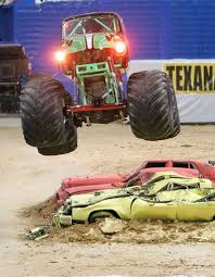 monster trucks grave digger crashes monster jam marks 20th anniversary in alamodome san antonio