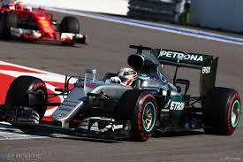 mechanics swap not related to car trouble hamilton f1 fanatic