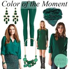 what color goes with green color of the moment emerald green by lynny