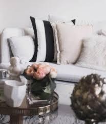 habiller un canapé décoration habiller canapé l des coussins emelineb