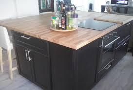 cuisine avec plan de travail en bois rénovation de cuisine sur mesure avec ilôt central en bois massif