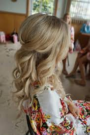 Simple But Elegant Hairstyles For Long Hair by Best 20 Half Updo Ideas On Pinterest Bridal Hair Half Up Half