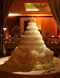 big wedding cakes cakelava now that s a ginormous cake wedding cakes