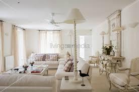 wohnzimmer landhausstil weiãÿ gemütliches wohnzimmer ideen ton on ideen plus 17 best ideas about