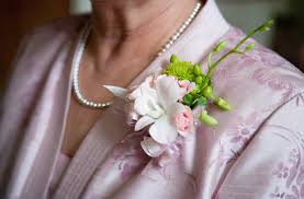 wedding corsages who gets wedding corsages and wedding boutonnieres corsage