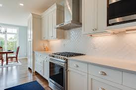what tile goes with white cabinets lakeside white cabinets tile backsplash kitchen lakeside