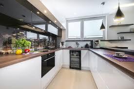 moderni virtuvė su baru arras design
