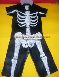 disfraz de esqueleto para halloween hecho en casa con pocos