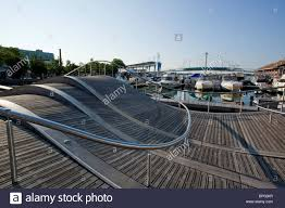 the simcoe wave deck a public space reflecting the movement of