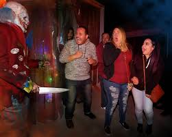 kids at halloween horror nights the purge killer clowns and dancing the total halloween horror