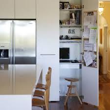bureau petits espaces gain de place créez votre bureau dans une armoire decocrush