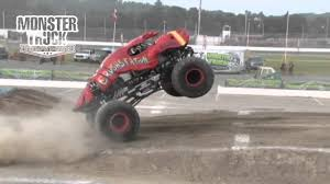 monster truck videos freestyle monster truck throwdown crushstation freestyle in oxford me 8