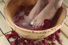 bassine pour bain de si e bain de pieds nos recettes maison pour de beaux petons madame