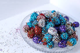 Decorating Pine Cones With Glitter 23 Diy Glitter Christmas Decorations You Should Make Shelterness