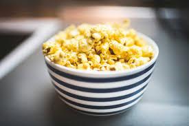 healthy popcorn 8 reasons eating popcorn is healthy reader u0027s digest