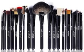 this is the biggest brush set on this list and it 39 s perfect for anyone premium synthetic kabuki makeup