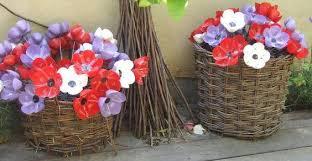 riciclare bicchieri di plastica fiori e bouquet dalle bottiglie di plastica greenme