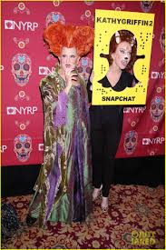 bette midler u0027s u0027hocus pocus u0027 halloween costume was one of the best
