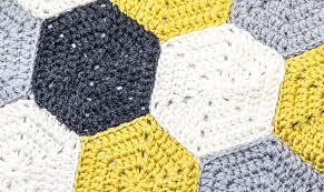 tappeti fai da te il tappeto a esagoni all uncinetto casafacile