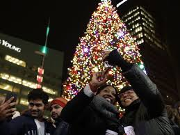 christmas season officially kicks off tonight in detroit