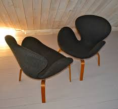 svanen chairs by arne jacobsen for fritz hansen set of 2 for sale