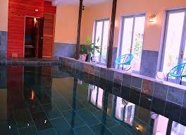 chambre d hote gemozac hebergement piscine intérieure spa la grenade bleue
