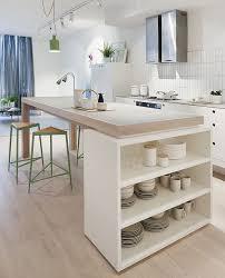 table blanche cuisine cuisine blanche design avec ilot central ouverte sur le séjour