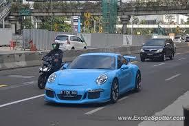 porsche 911 indonesia porsche 911 gt3 spotted in jakarta indonesia on 08 16 2014