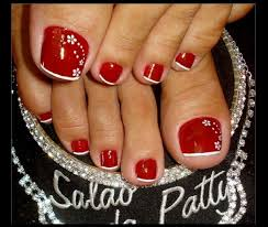 red toenail with white flowers nail design http