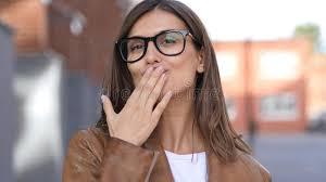 baise au bureau baiser volant par le beau concepteur féminin bureau debout de