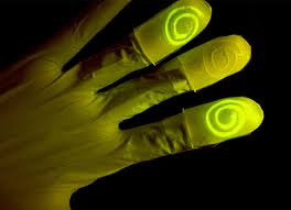 Light Up Gloves Mit Researchers Have Created Living Gloves Which Light Up On