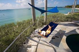 10 coolest outdoor hammocks to hang right now digsdigs