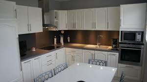 cuisine relooker relooker cuisine en bois peinture blanche et patine grise bton