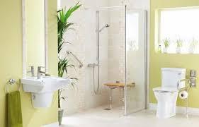 si e baignoire personnes ag s aménager une salle de bain pour senior ou personne handicapée