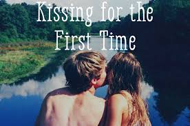 girls kiss girls in bed how to kiss someone for the first time pairedlife