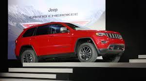 2017 jeep grand cherokee trailhawk nyias 2017 jeep grand cherokee trailhawk and summit visual