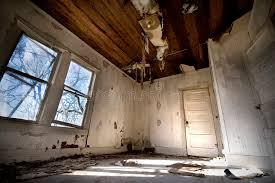 chambre habitat vieille chambre abandonnée amélioration de l habitat requise image