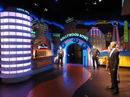 a visit to the hollywood wax museum only in hollywood jim carrey george clooney and julia roberts are just a few of the figures in